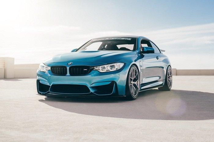 Cuando compras un coche en color azul
